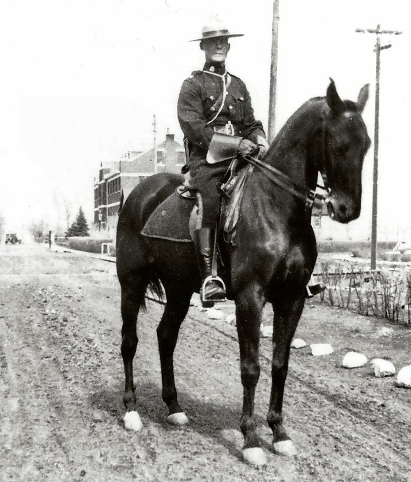 Photo of mounted policeman